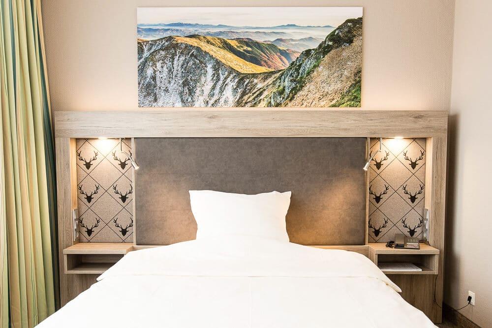 Premium-Zimmer, Foto Berge übern Bett, Hotel Bavaria Oldenburg