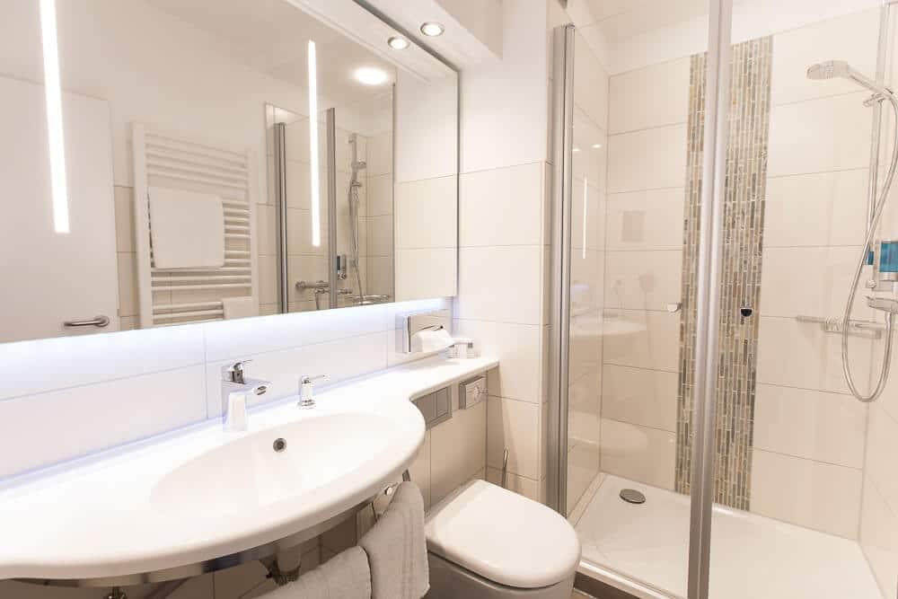 Badezimmer Premium-Kategorie, Hotel Bavaria Oldenburg