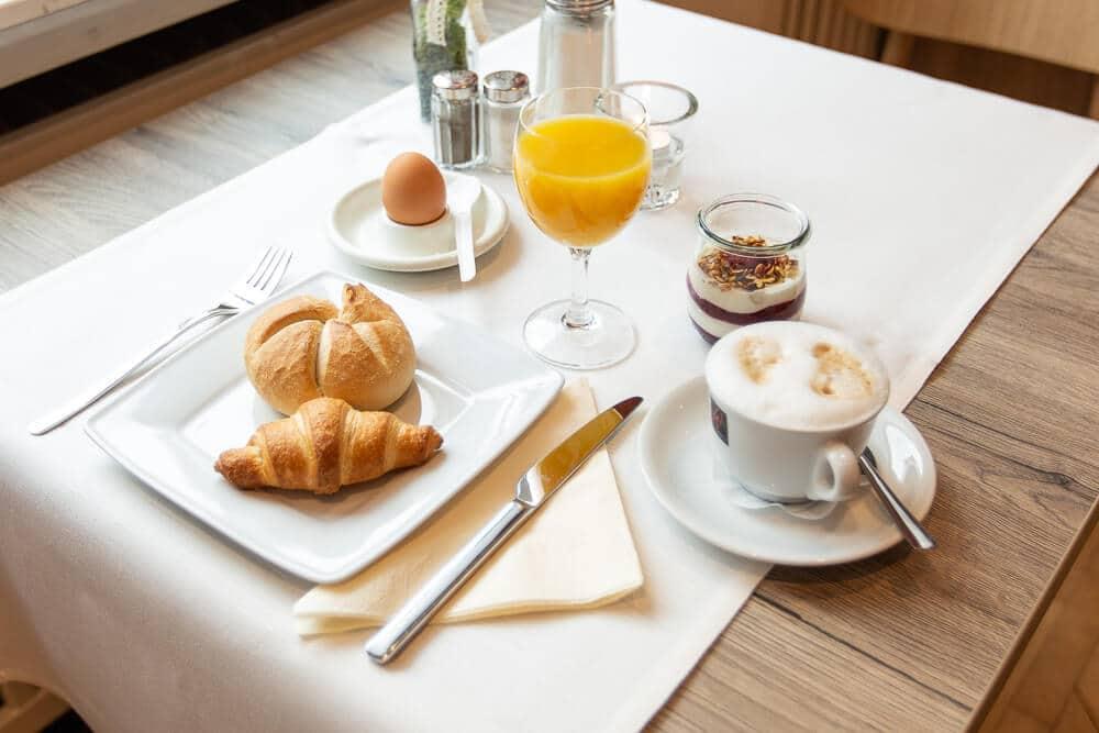 gedeckter Frühstückstisch, Hotel Bavaria Oldenburg