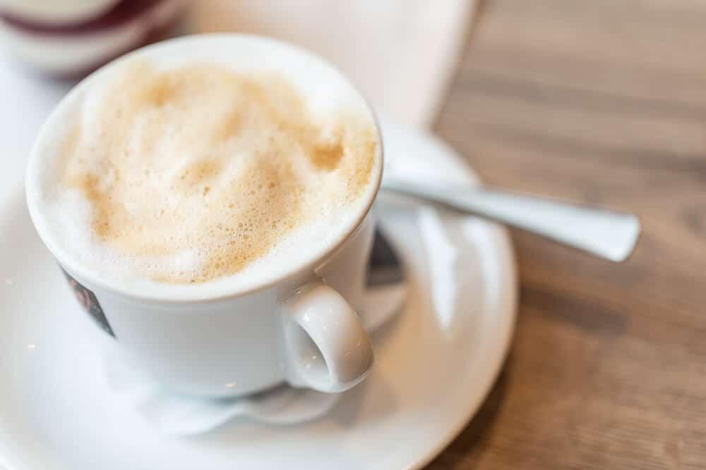 Frühstück mit Cappuccino, Hotel Bavaria Oldenburg