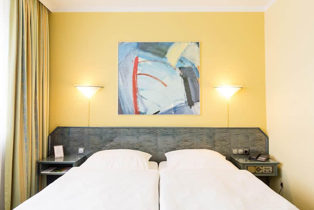 Komfort-Zimmer mit Bettansicht, Hotel Bavaria Oldenburg