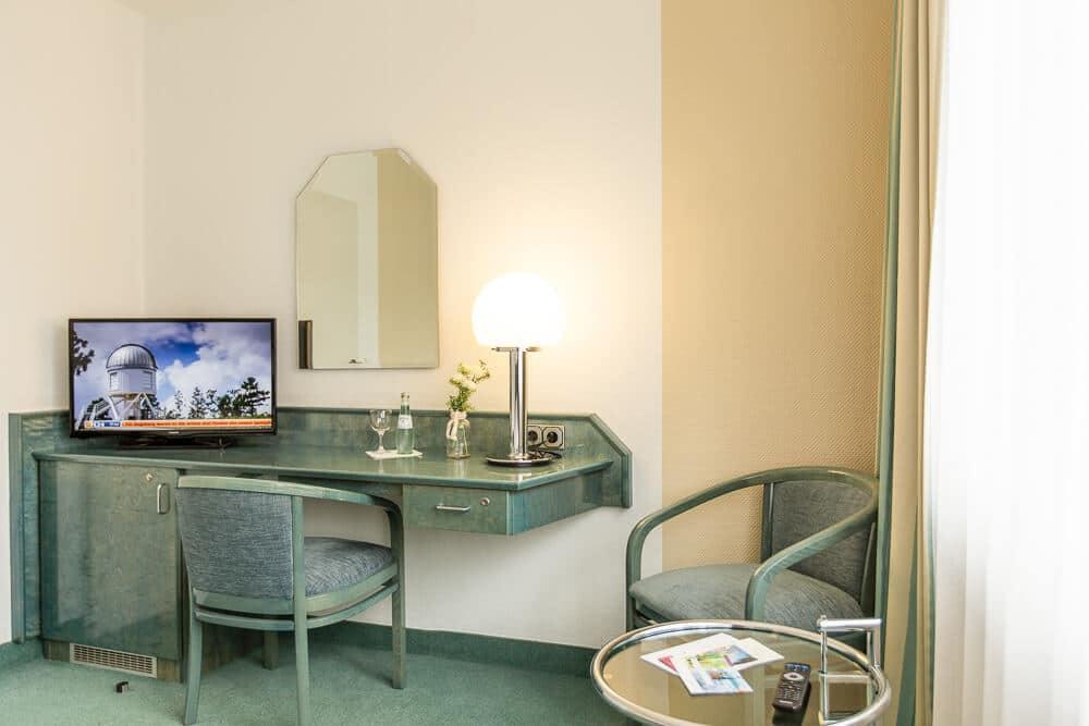 Komfort-Kategorie mit Schreibtisch und TV, Hotel Bavaria Oldenburg