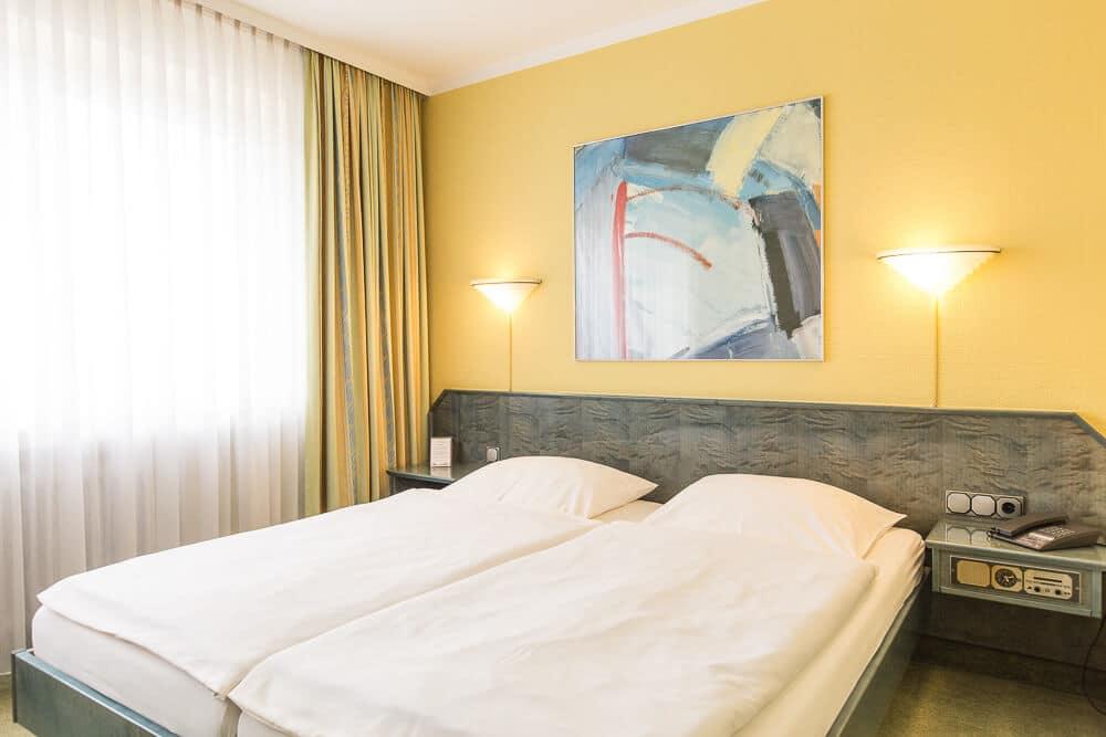 Komfort-Zimmer mit Doppelbett schräg, Hotel Bavaria Oldenburg