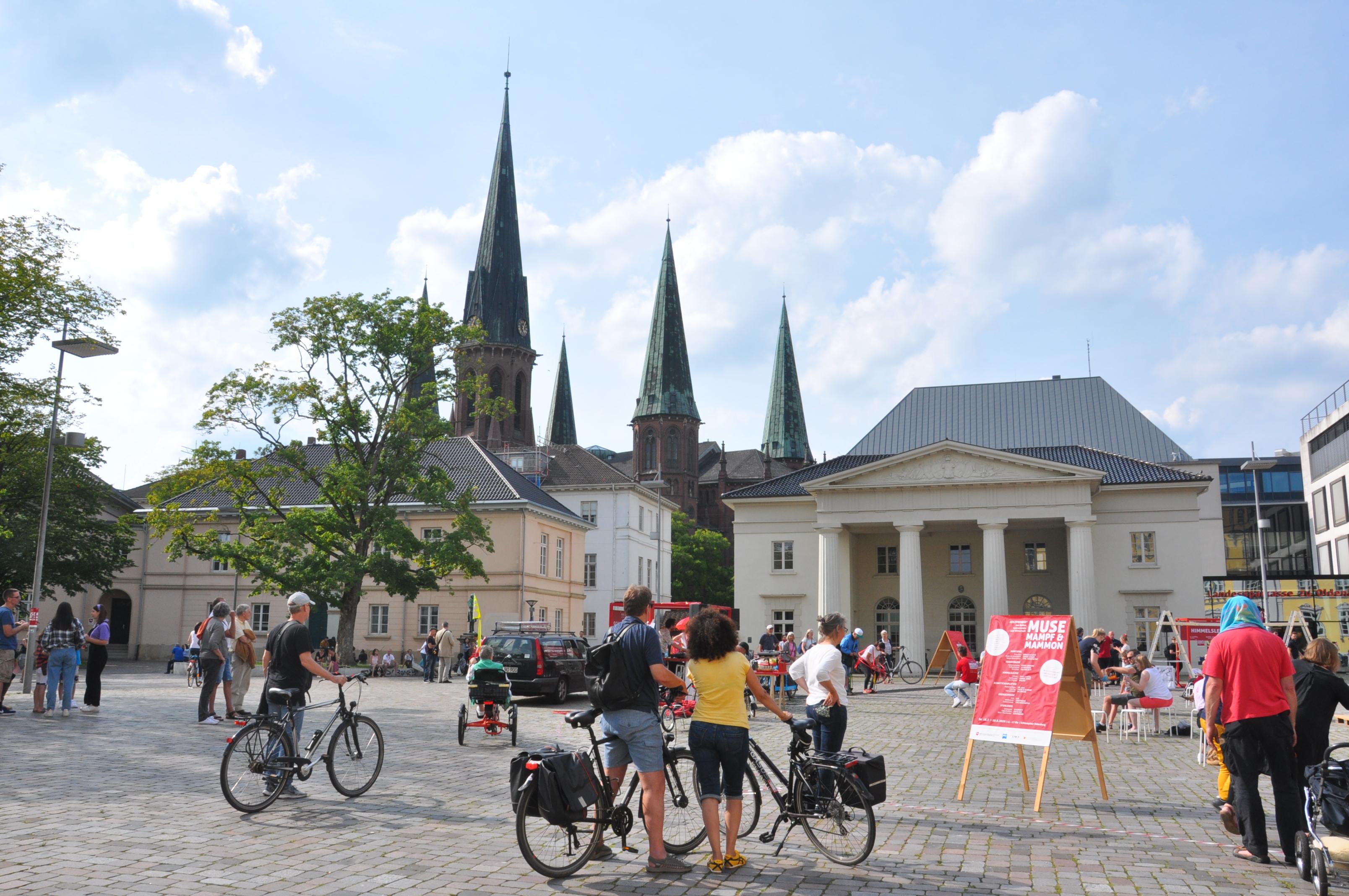 schloßplatz-radfahren-in-oldenburg
